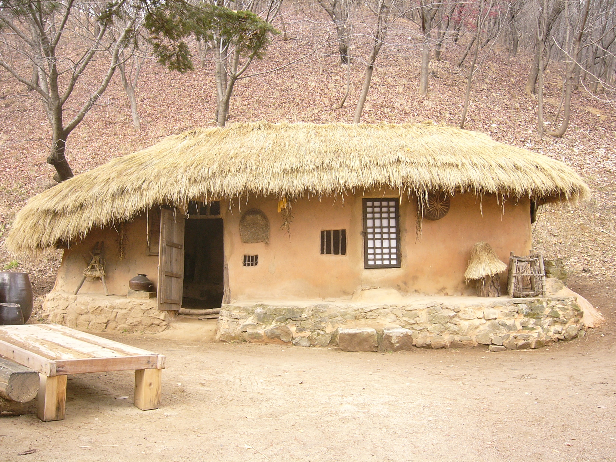 Traditional and contemporary natural building in korea for Photos of traditional houses