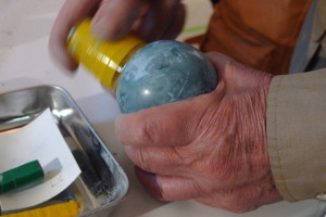 Polishing lime-earth veneer with cup