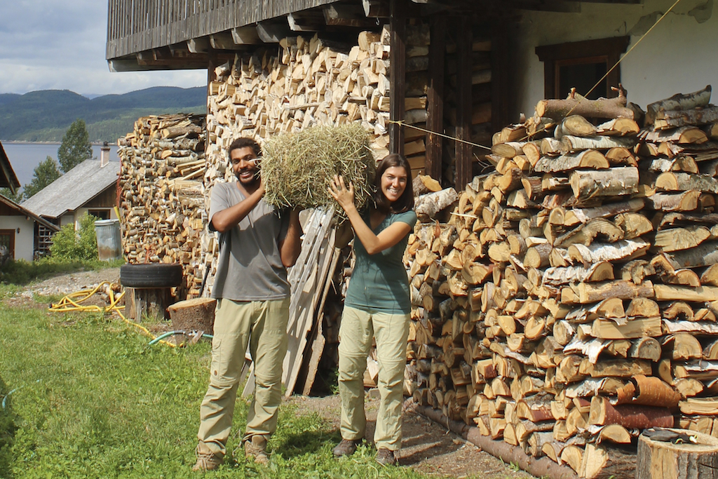 Chloe & olivier with straw bale